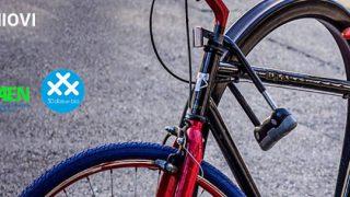 Foto de Óscar Estors y Rafael Villalobos, en primer término. Detrás, Carlos Rodríguez ('30 días en bici'), la vicerrectora Marta Hernando, Juan Carlos Campo (EPI) y Juan Carlos Aguilera y Rafael Cuervo (FAEN). / Foto: CITOULA - 30 Días en Bici