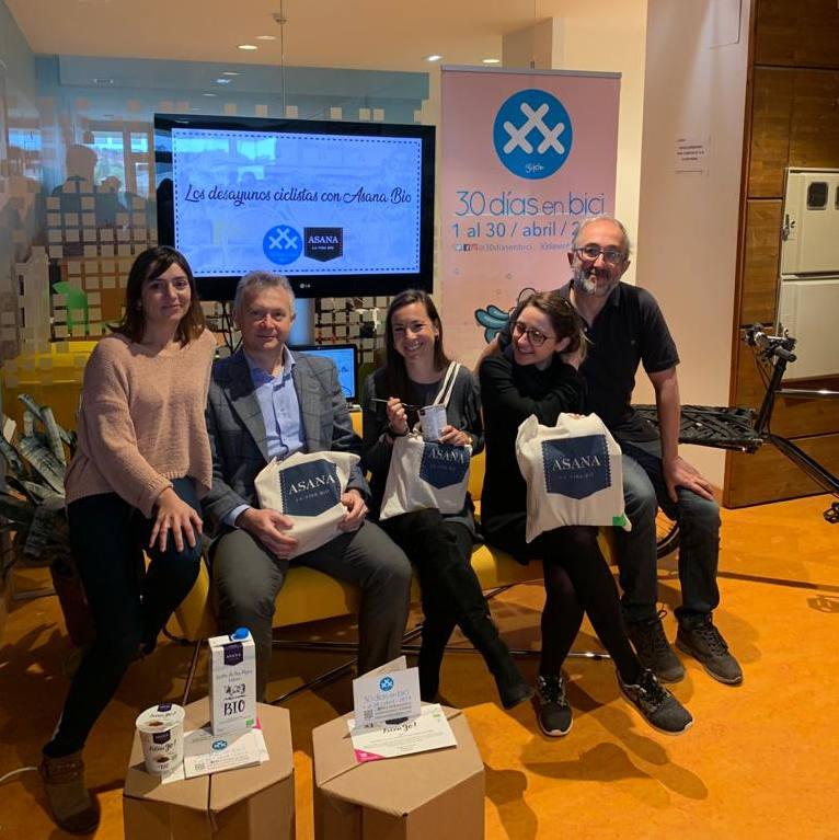 Foto de 2019 en Open Café del Edificio Impulsa de Desayunos Ciclistas con Asana Bio - 30 Días en Bici Gijón