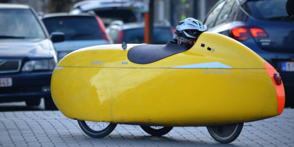 """Foto """"cars drive me bananas"""" Restricciones estado de alarma 2020 al uso de la bicicleta y los coches - 30 Días en Bici Gijón"""