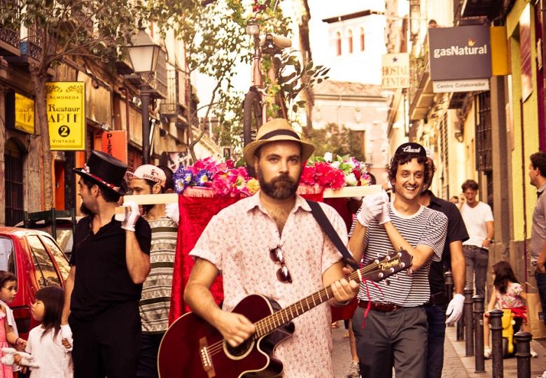 Imagen de procesion ciclista Suspendido el Enigma Musical del Gijón Sound - 30 días en bici Gijon