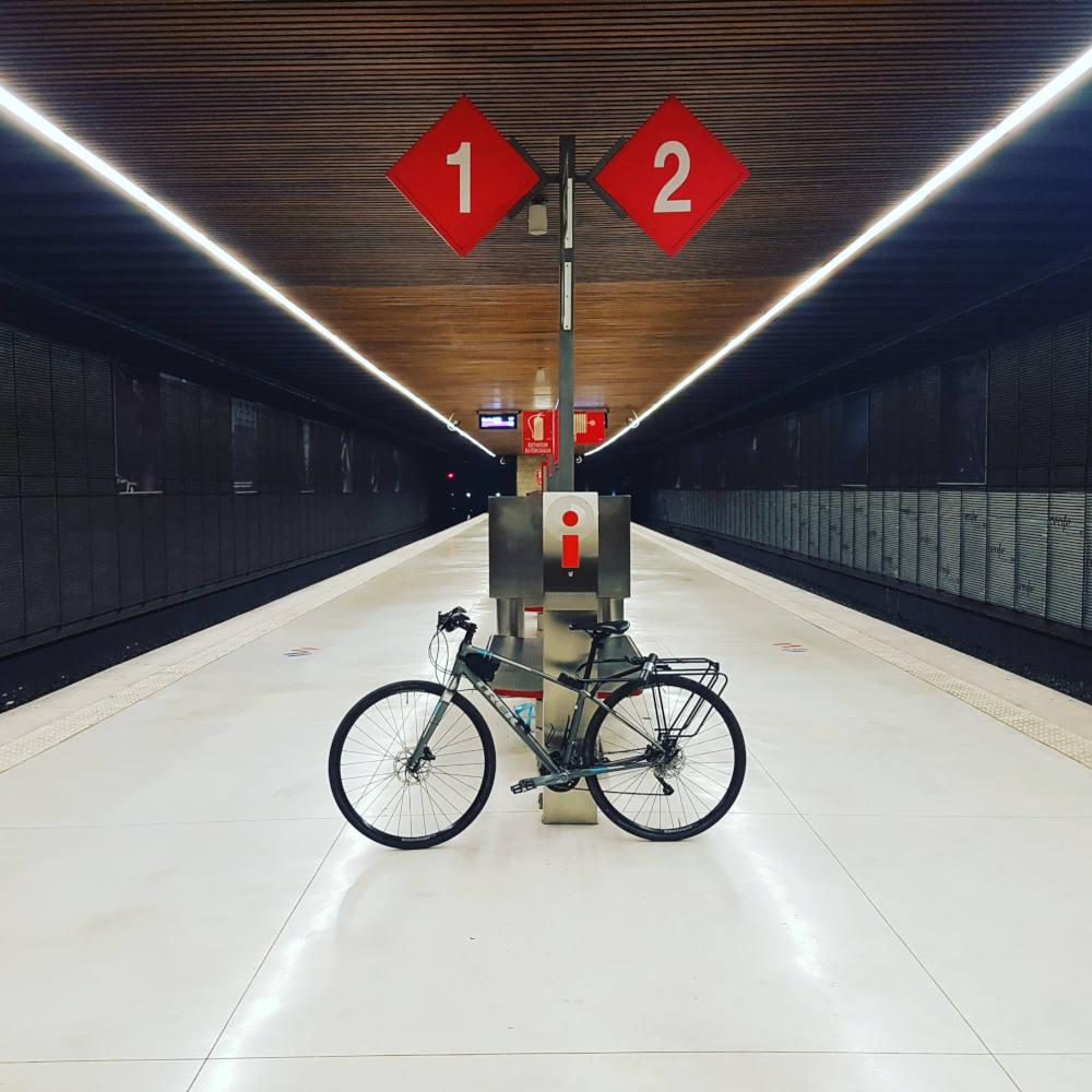 1, 2, 3 bicis al tren - Gemma Sandonis - Fotos Premiadas en el Concurso de Fotografía 30 Días en Bici con Ciclosfera 2020