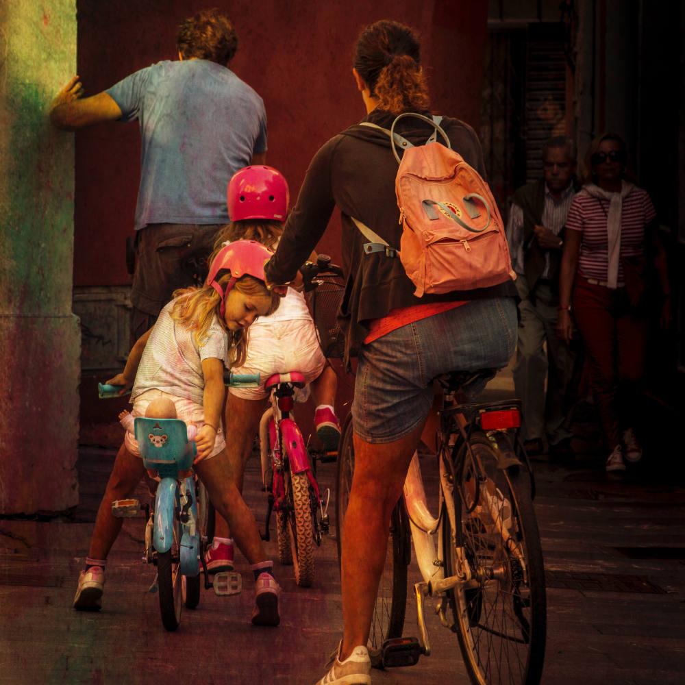 Foto de familia unida en bici con un Objetivo 2021: subir a la bici a alguien querido en 30 Días en bici