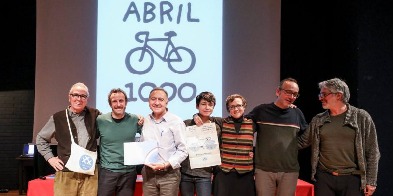 Foto de la entrega del Premio Bicimpuls a 30 Dies amb Bici - 30 Días en Bici Barcelona