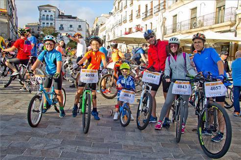 """El Ayuntamiento de Cáceres se suma a la campaña """"30 días en bici"""""""
